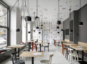 Минималистичный интерьер кафе в Праге
