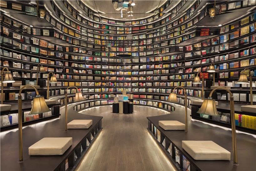 Удивительный дизайн интерьера книжного магазина